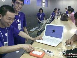 Apple Store จีนซ่อมแมคบุ๊คแอร์ปลอม