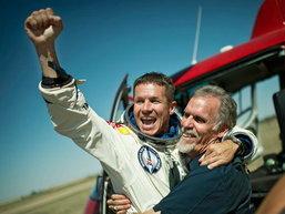 ประมวลภาพ ร่วมลุ้น Felix Baumgartner กับ การสร้างสถิติ การโดดร่ม ที่สูงที่สุดในโลก นาทีต่อนาที