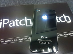 เปลี่ยนโลโก้ Apple หลัง iPhone 4 ให้เรืองแสงได้กันดีกว่า!