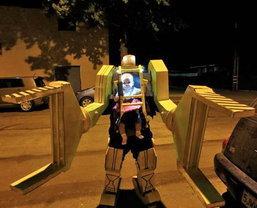 """ตะลึง!!! """"เด็กทารก""""บังคับหุ่นยนต์ Alien"""