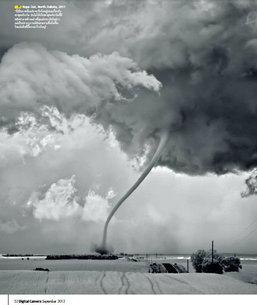 """ฝ่าพายุ สู่ชัยชนะ """"Mitch Dobrowner"""" ช่างภาพพายุชาวสหรัฐอเมริกา"""