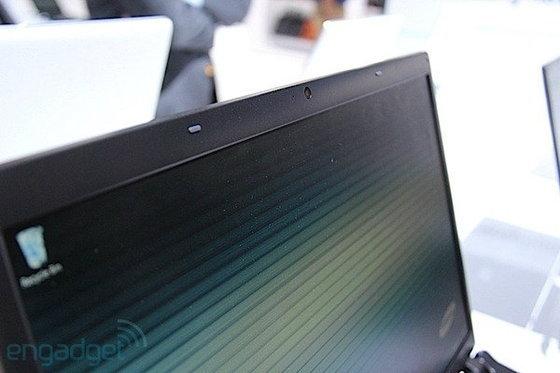 หลังจากเปิดตัวไปแล้ว 2-3 รุ่น ล่าสุด Samsung ได้เปิดเผยรายละเอียดพร้อมทั้งโชว์ตัว notebook ที่ออกแบบมาสำหรับนักเรียน นักศึกษาในชื่อซีรี่ย์ว่า Samsung Series 5 (ดีไซน์ใหม่)