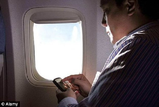 อันตรายกว่าที่คิดเมื่อคิดเล่น ไอโฟน ไอแพด บนเครื่อง