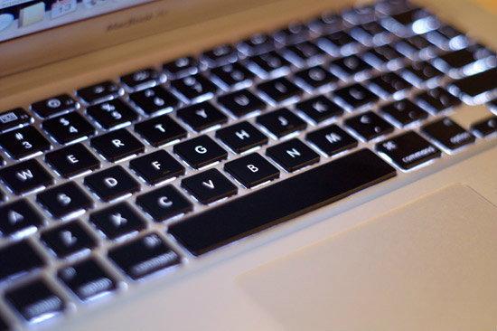 เกาถูกที่คัน! MacBook Air รุ่นใหม่อาจมาพร้อมกับคีย์บอร์ดเรืองแสงได้!