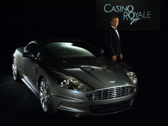iPhone 5 ตกกระป๋องโดน Aston Martin