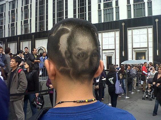 คารวะคุณน้อง! พบเด็กตัดผมเป็นรูปหน้า Steve Jobs
