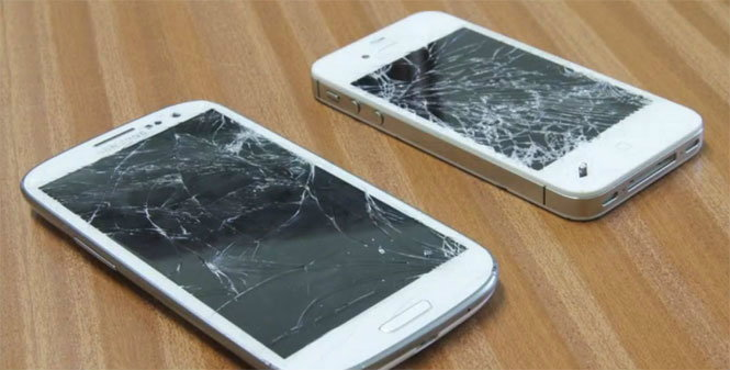 ใจไม่ถึงอย่าดู! Drop Test iPhone 4S และ Samsung Galaxy S III เล่นจริง เจ็บจริง!