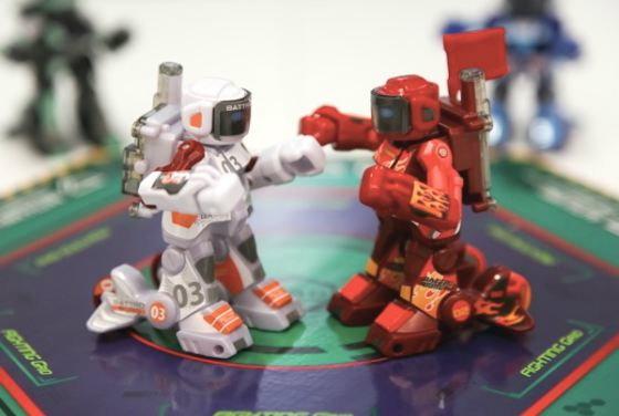 """หุ่นยนต์""""ชกมวย""""ของเล่นใหม่น่าเล่นสุดๆ"""