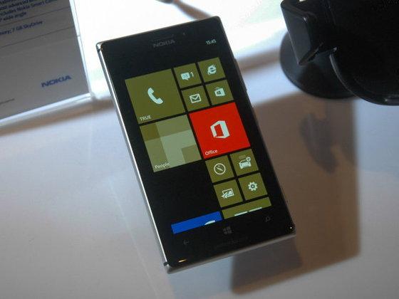 ลองจับ Nokia Lumia 925 พร้อมฟีเจอร์กล้องใหม่ใน Lumia Amber