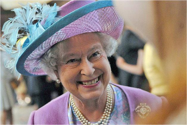 แม้แต่สมเด็จพระราชินี Elizabeth ที่ 2 แห่งอังกฤษก็ยังอยากได้ iPad!