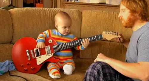 """สุดยอด""""ทารก""""เซียนกีตาร์ร็อคตัวจริง!!!"""