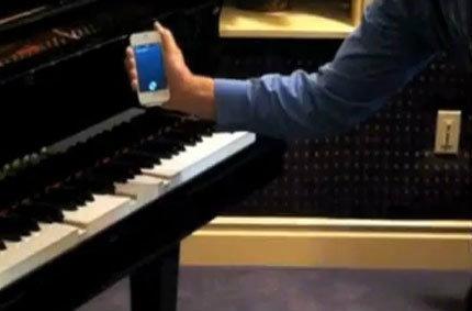 Siri บน iPhone 4S สั่งเล่นเปียโนได้จริงๆ