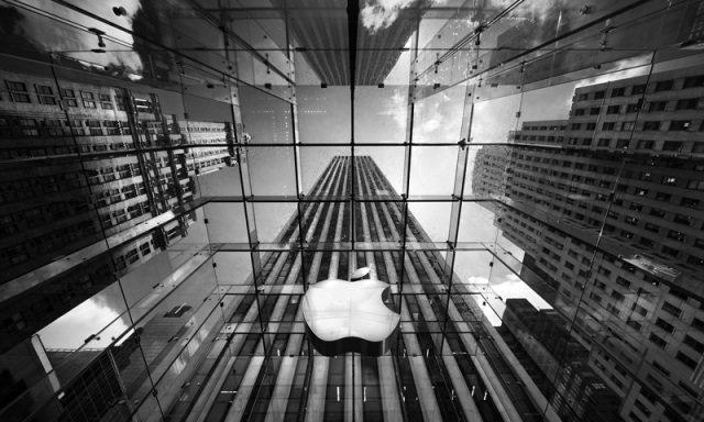 คุณรู้หรือไม่ว่าผู้บริหารของ บริษัท Apple มีเงินเดือน ปีละเท่าไหร่ ?