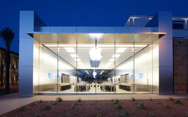 หญิงชราวัย 83 ฟ้อง Apple หลังเดินชนกระจก ในร้าน Apple Store