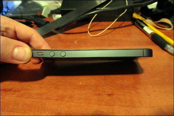 งานงอก !! iPhone 5 ตัวเครื่องงอได้เอง