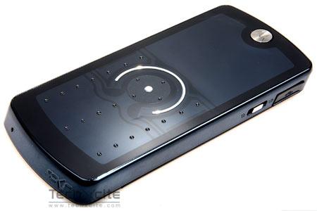 รีวิว Motorola ROKR E8 เปลี่ยนทุกอารมณ์แห่งดนตรี