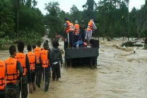 สถานการณ์น้ำท่วม ดินถลมทับหมู่บ้านที่กระบี่ เสียชีวิตแล้ว 10-20 ราย